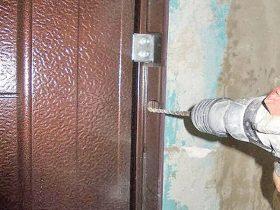 Установка металлических входных дверей в Москве