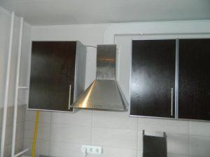Установка вытяжки на кухне в Москве