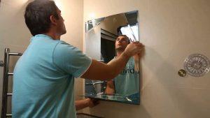 Установка зеркала в ванной в Москве